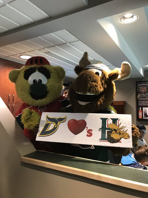 #GoMooseGo @HFXMooseheads thanks for coming to visit our team tonight at the game! Photo