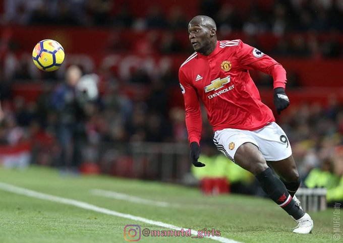 Romelu Lukaku is considering his future at United. He will weigh up a move away from Old Trafford if his spell out of the team continues. #mufc [Sun] Photo