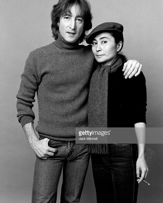 ラジオからジョンの曲が。 毎年毎年同じ事を思いますが、 ジョンの亡くなった日は12月9日です。当時の今日12月8日は まだ幸せに新曲【Starting Over】を聞いていました。今日はまだ悲しいあの日ではない(*_*) #JohnLennon Foto