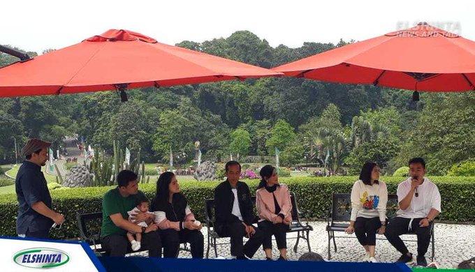 Presiden Jokowi dan keluarga, Sabtu siang ini (8/12) ngobrol santai dengan para wartawan di Istana Kepresidenan Kebun Raya Bogor, Jawa Barat. (Mus) #ElshintaWeekend #ViGenK Photo