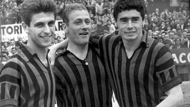 Gigi Radice a former (1955-65) Milan player of my early years as a Milan fan has passed away. Winner of 3 scudetti with Milan, plus the 1963 European Cup, the first by an Italian Club. My Condolences to his family RIP Gigi 😢🙏 Gigi (middle) Rivera and Mora Photo @Gazzetta_it Foto