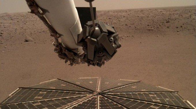 NASA опубликовало запись шума ветра на Марсе. 1 декабря датчики американского космического аппарата зафиксировали вызванный порывами ветра низкочастотный рокот ВИДЕО Фото