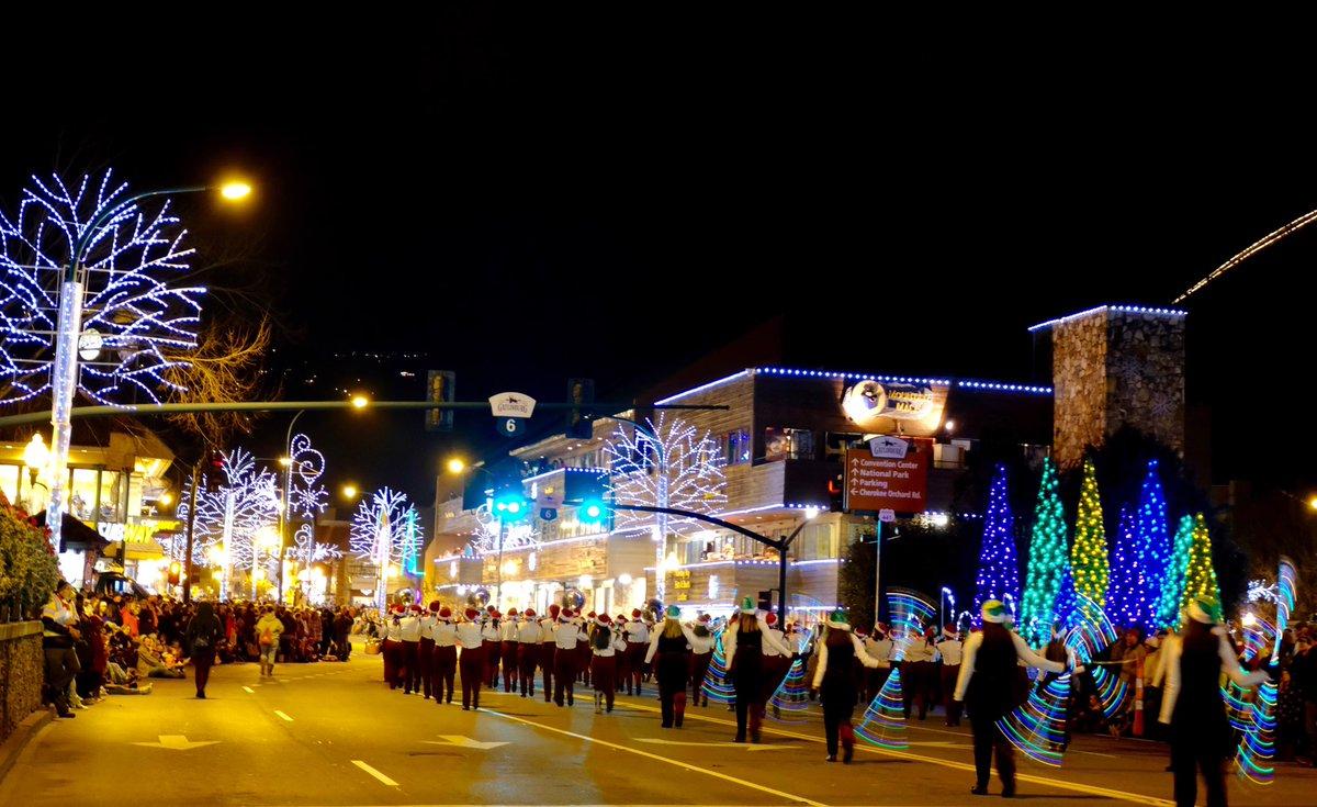 Gatlinburg Tn Christmas Lights.Gatlinburg Tn On Twitter Tonight S Fantasy Of Lights
