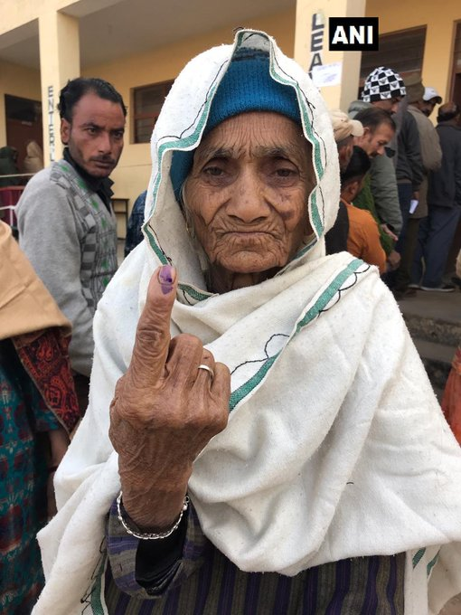 #JammuAndKashmir: Durga Devi, an 87-year-old woman, cast her vote at a polling station in Reasi. Polling for the eighth phase of Panchayat polls is underway in the state. Photo