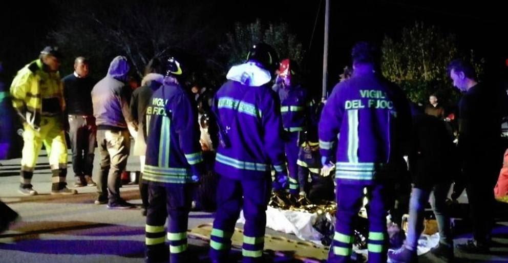 🔴 Panico in #discoteca prima di un concerto. Sei morti e 100 feriti ad #Ancona. 🔴