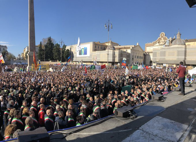 Vi inviamo il nostro abbraccio in diretta da Roma, piazza del Popolo. #iocisono #piazzadelpopolo 🔴LIVE: Foto