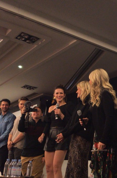Le cast de #OneTreeHill (Les Frères Scott) à la convention #123Ravens à Paris. Photo