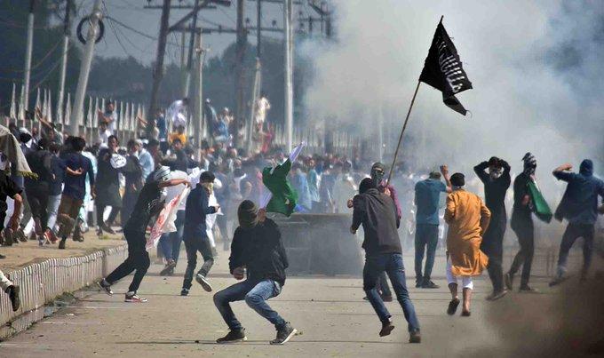 Over 230 militants killed in J&K in 2018; dip in stone pelting: Officials #JammuAndKashmir #Kashmir Photo