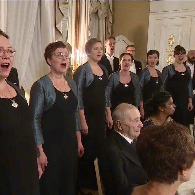 RT @Philomela_choir: Eläköön, kauan eläköön Suomi! #Linnanjuhlat #ikimuistoinenhetki #Suomi101 #kuoroelämää https://t.co/78Jm86NvfY