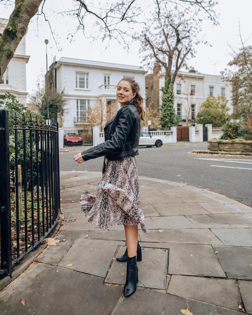 Step into Saturday with style and feeling. What are your plans this weekend? sdry.co/2QhPaZe 📷 the_fashion.blogger