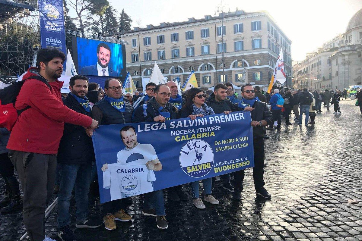Il popolo di #Salvini in piazza https://t.co/HsnaYewyFx
