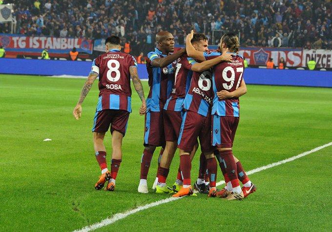 Bizler inandık, Sizde inanın, Bizim için bu maçı alın! ❤💙 #BugünGünlerdenTrabzonspor Fotoğraf