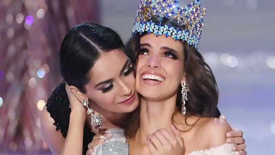 .@ManushiChhillar crowns Mexico's Vanessa Ponce De Leon as #MissWorld2018.  https://t.co/XwfLf9ebbd