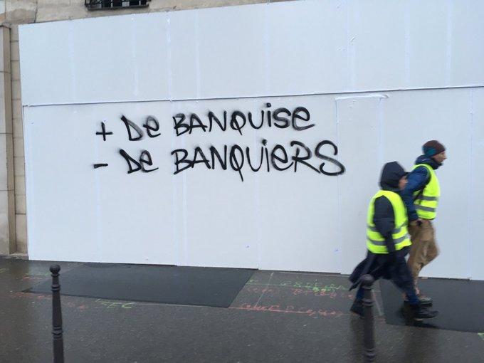 + DE BANQUISE - DE BANQUIERS Place de la Madeleine, Paris. #GiletsJaunes #MarchePourLeClimat via @l_peillon Photo
