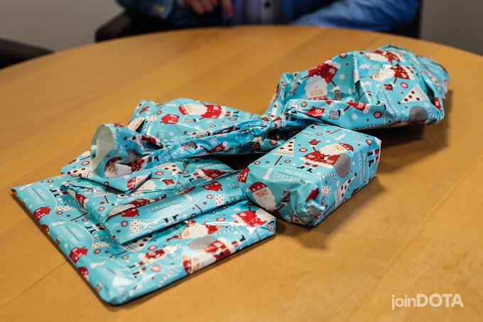 Time to find out who of the #ESLOne Katowice talents has been naughty and nice, Santa is making a list and checking it twice! 🎁🎅 Foto
