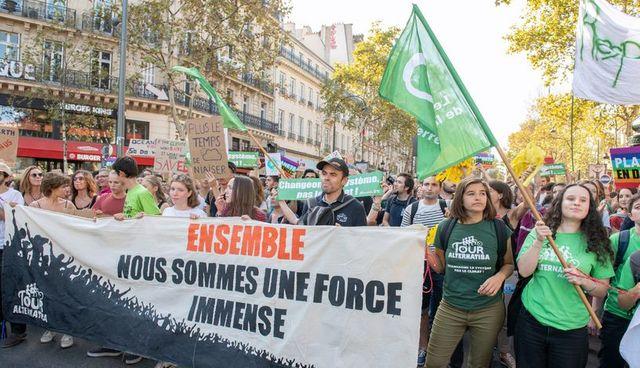 Les marches pour le climat maintenues, les associations vertes réclament aussi plus de justice sociale. #MarchePourLeClimat #8décembre Photo