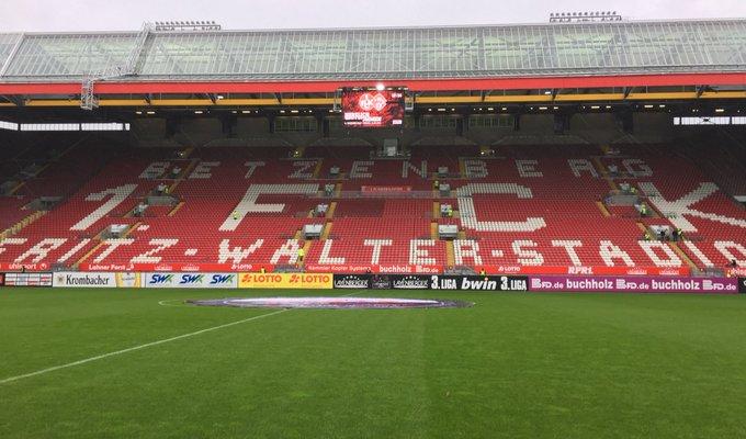 👋 vom Betzenberg! Es ist Fritz-Walter-Wetter! 🌧🔴⚪️ #Kickersauswärts #FCKFWK Foto