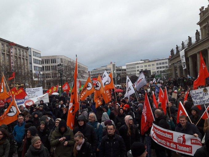 Es sind wieder Tausende: Wir stoppen das Polizeigesetz! #NoNPOG #h0812 Foto