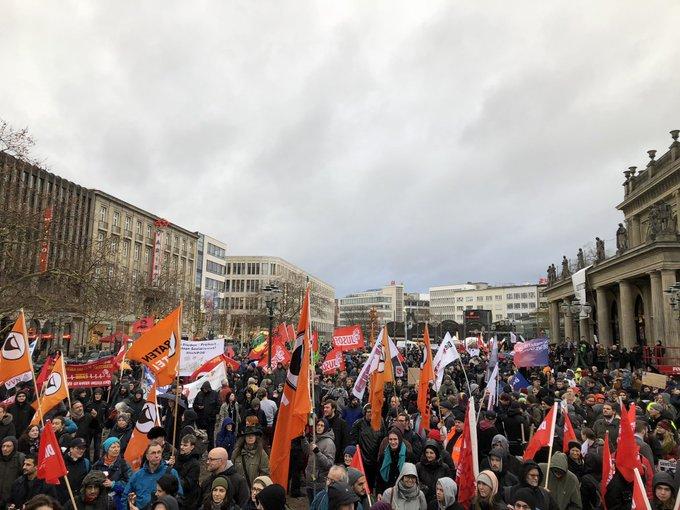 Wir sind viele, wir sind bunt, wir sind laut. Zusammen gegen das Polizeigesetz #noNPOG #h0812 Foto