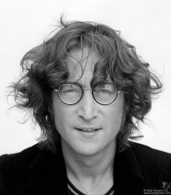 Today as we think of John and all the great works he gave us, please share your favourite songs, lyrics, quotes, philosophies, artworks, doodles and memories of John with the hashtag #JohnLennon Foto