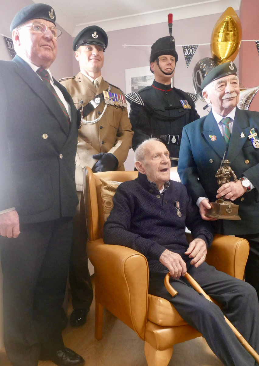 8 RIFLES, The Durham Light Infantry Association (DLIA) and The Rifles County Officer Durham visited veteran Henry Hooley MM in Stockport to mark the glorious occasion of his 100th birthday. Presentations were made by the DLIA and 8 RIFLES provided a bugler. <br>http://pic.twitter.com/lmwdZ2mF2c