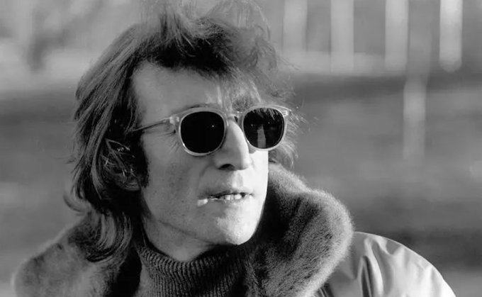 John Lennon was killed 38 years ago today. Look back at our 1980 interview with the Beatle, which took place three days before his death Foto