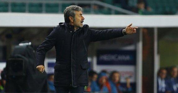 Trabzonspor - Konyaspor maçında bordo-mavili taraftarların bir kısmının yaptığı tezahürat; Şike yapsana şike yapsana Aykut Kocaman şike yapsana Fotoğraf