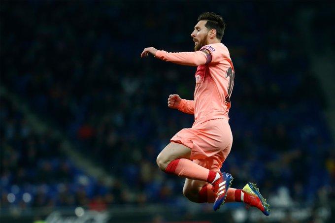 ⚪🔵 #EspanyolBarça 🔵🔴 🤬 ¡Otra vez la madera! Gran centro de Dembélé, ópez salva el remate de Rakitic y Messi envía al poste el rechace ⚽ 0-2 ⏱ min. 37 #EnDirecto ▶ Foto