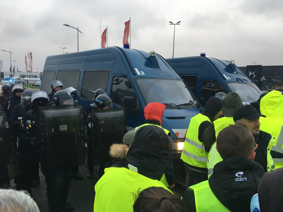 """Агент"" Трамп поддержал ""Желтые жилеты"""
