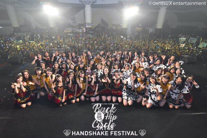Terima kasih untuk kamu yang hadir di Saka Agari Back Hip Circle Handshake Festival Surabaya hari ini! Kapan-kapan kita ke sini lagi ya! #JKT48SurabayaHS Photo