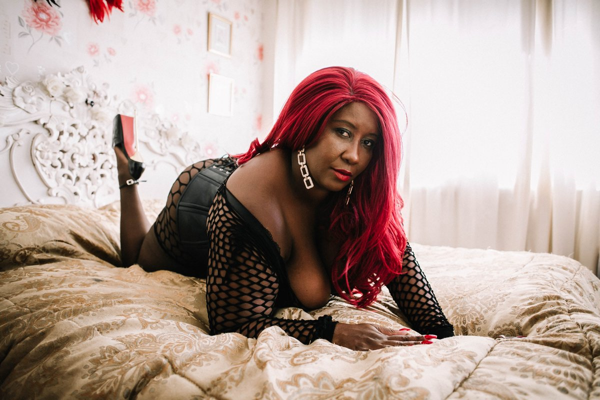 PREVIEW  SPECIAL GUEST at  http://www. derfemdom.com  &nbsp;    The legendary MADAME CARAMEL @BLKMistresses will visit us from 4th - 7th of January  <br>http://pic.twitter.com/1O3XnDyKVn