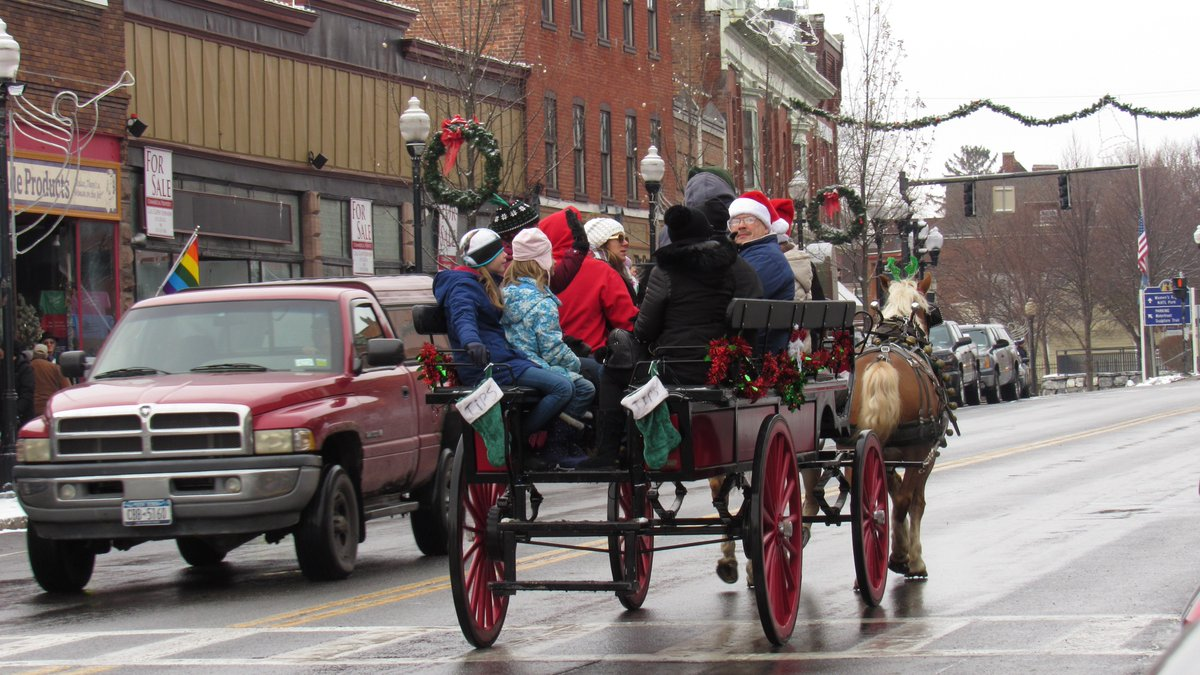 Thousands pour into Seneca Falls for celebratory weekend during holiday season (gallery)