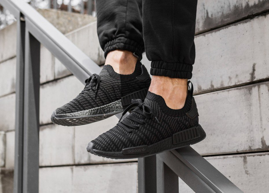Ad: Small sizes available adidas NMD_R1 STLT PK Black $83.30 shipped, retail $180 use code ADIFAM =&gt;  http:// bit.ly/2GoPWP1  &nbsp;  <br>http://pic.twitter.com/D8ygvNBTZ4