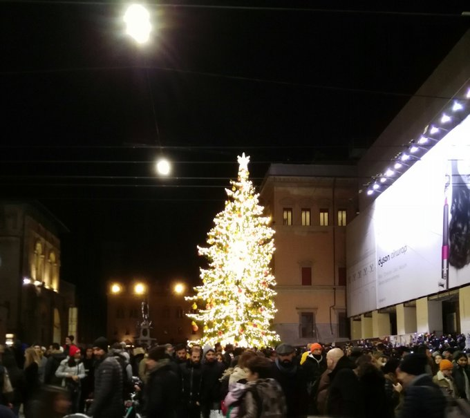 Anche il Nettuno festeggia (e in sottofondo un chitarrista suona Place to be di Nick ❤) #Bologna #Immacolata Foto