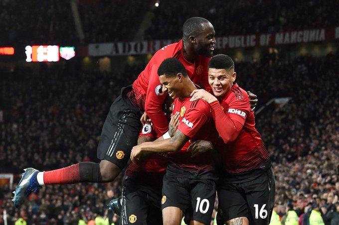 #PL FT: Manchester United 4-1 Fulham ⚽️ Young 13' ⚽️ Mata 28' ⚽️ Lukaku 42' ⚽️ Kamara (penalty) 67' 🔴 Anguissa sent-off 68' ⚽️ Rashford 82' #MUNFUL Photo
