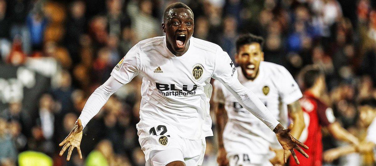 📝CRÓNICA  |  Un gol de @Diakhaby_5 en el descuento le da el empate al Valencia CF ante el Sevilla FC (1-1)  http://bit.ly/CronicaValenciaCFSevilla…