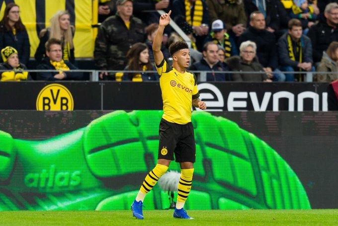 Con solo 18 años, ha anotado 5 goles y dado 6 asistencias en 14 partidos esta temporada con el Borussia Dortmund. Solo ha sido titular en 8 ocasiones. LA SENSACIÓN DE INGLATERRA: JADON SANCHO. 🔥🏴 Photo