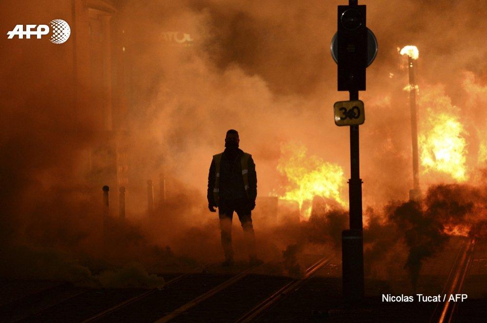 #instantané Bordeaux ce soir  #GiletsJaunes #AFP