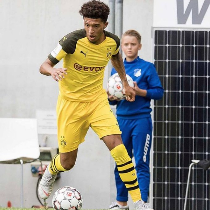 Jadon Sancho, de 18 años, en la presente Bundesliga: - 5 goles anotados. - 6 asistencias aportadas. - 14 partidos disputados. JOYA EN EL BORUSSIA DORTMUND. Photo