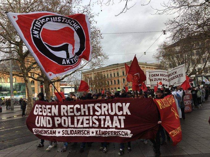 Danke an die tausenden Menschen die mit uns heute gemeinsam und entschlossen gegen das neue Polizeigesetz auf der Straße waren! ➡️ Polizeigesetz stoppen, der Rechtsruck endet bei uns!✊ #Hannover #noNPOG Foto