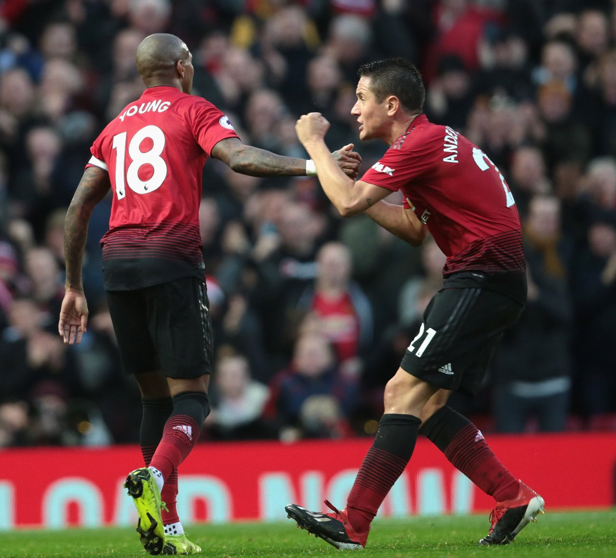 When you are so excited with the goals and your team performance and @youngy18 ignores you 😏 🤣🤣🤣. Well done lads 🔴