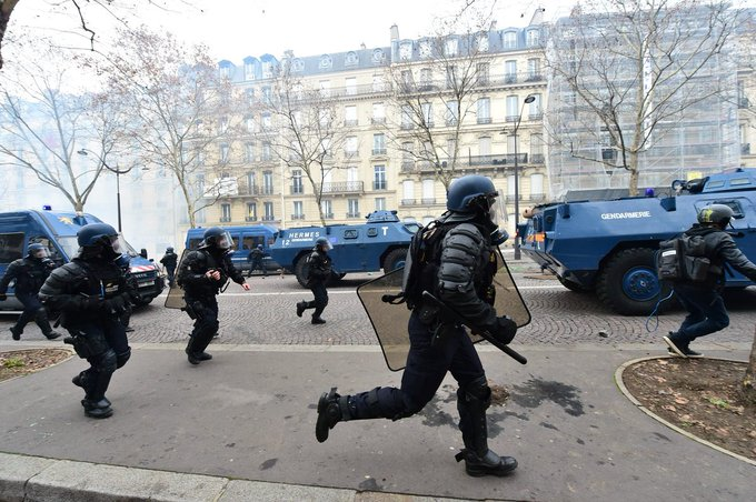So is this what the EU army will be used for? Crushing dissent? #GiletsJaunes #YellowVests Фото