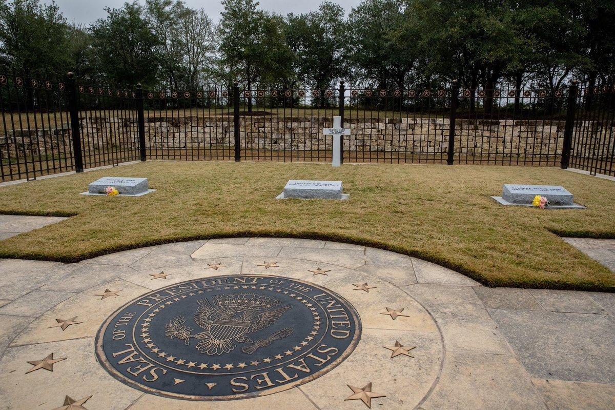Texas A M University On Twitter The Gravesite Of George H W Bush