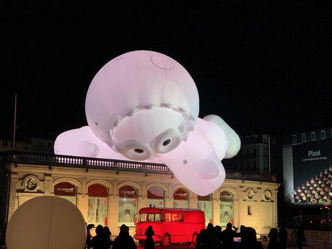 Lyon Fête des lumières: les Anooki sont bien là place Bellecour Photo