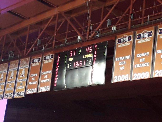 Le @MSB_Officiel est mené de 14 points par le @limogescsp à la mi-temps. Les joueurs de Limoges ont été très adroits à trois points. #JeepElite Photo