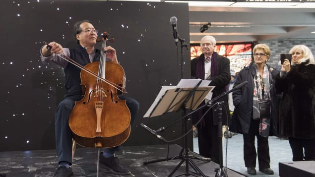 Le violoncelliste Yo-Yo Ma a joué dans le métro de Montréal Photo