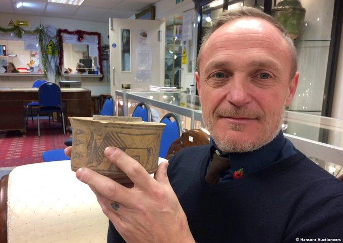 Житель Великобритании случайно купил чашу, возраст которой 4000 лет Фото