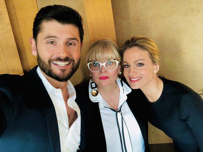 Fier d'avoir participé à #LEtrangeNoelDeJeffPanacloc avec mes amis Isabelle Nanty et @audrey_crespo Vous passez une bonne soirée avec @Jeffpanacloc ? L'émission est géniale j'adore 😂😂😂 Photo