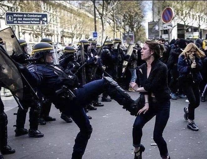 #مظاهرات_باريس صورة فوتوغرافية