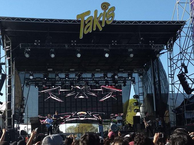Nos lanzamos a ver a @themariasmp3 y @DescartesaKant en el escenario Takis del #FestivalCatrina #IndioCatrina2018, 👭🔥¡Qué chido es ver a morras en el escenario! 💓🔥 Foto